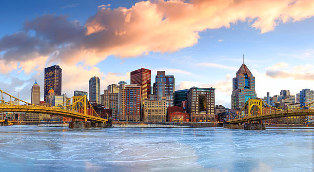 Skyline of downtown Pittsburgh at twilight Skyline of downtown Pittsburgh at twilight panorama pittsburgh stock pictures, royalty-free photos & images