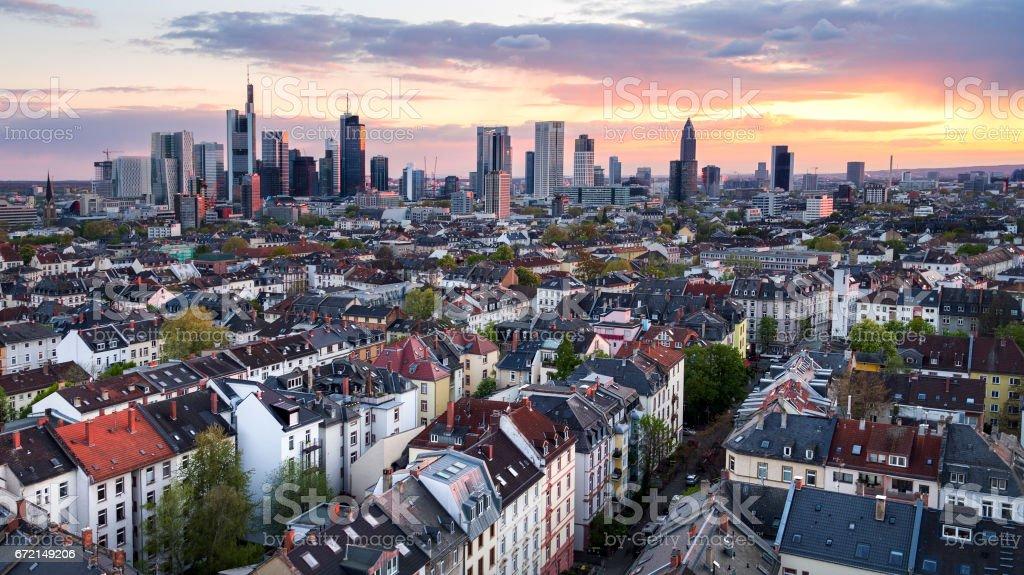 Skyline von Frankfurt bei Dämmerung, aerial view – Foto
