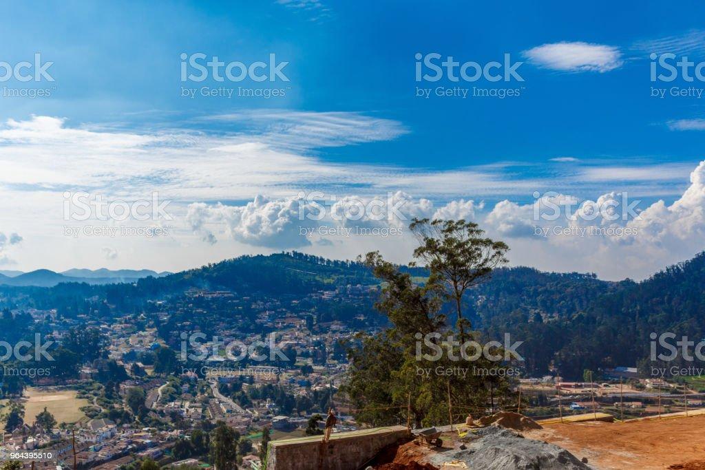 Skyline de casas nas montanhas - Foto de stock de Arquitetura royalty-free