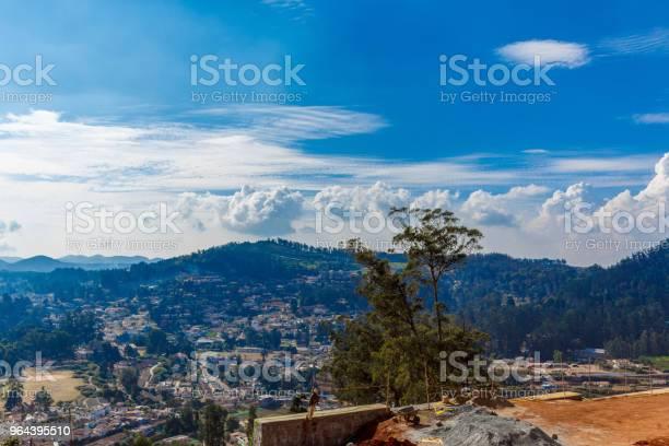 Foto de Skyline De Casas Nas Montanhas e mais fotos de stock de Arquitetura