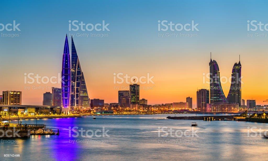 Skyline von Manama bei Sonnenuntergang. Das Königreich Bahrain – Foto