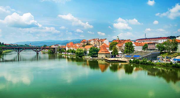 panorama de maribor slovénie - slovénie photos et images de collection
