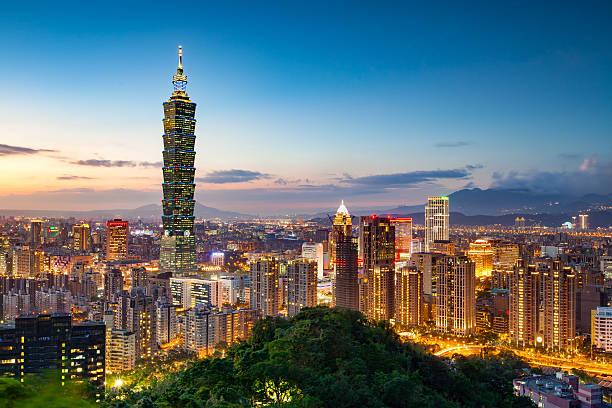 skyline von taipeh city  - insel taiwan stock-fotos und bilder