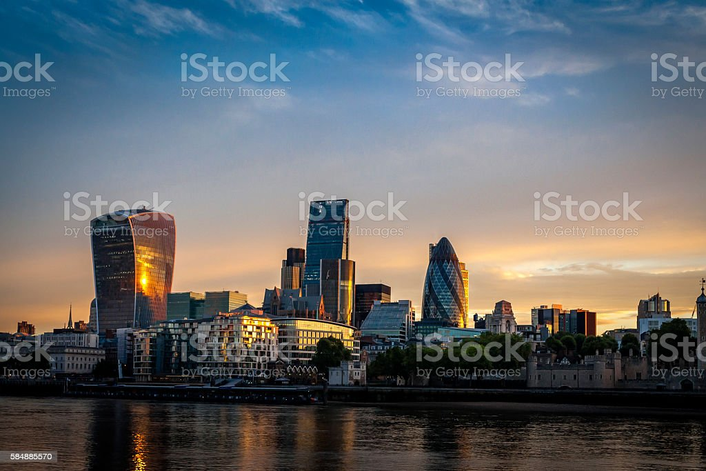 Skyline of The City in London, England at sunrise – Foto