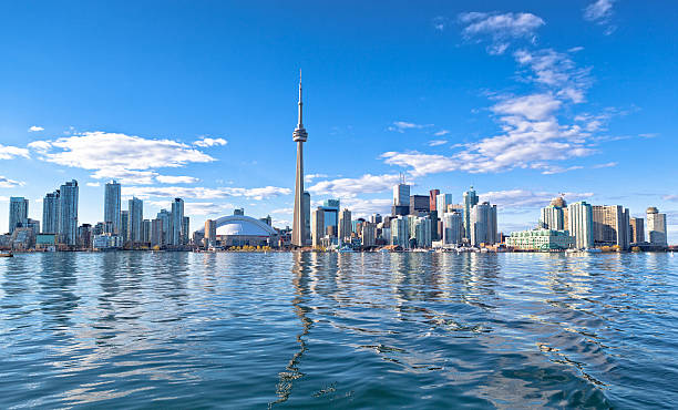 skyline of toronto - canada stockfoto's en -beelden