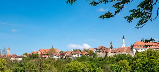 skyline rothenburg ob der tauber beieren duitsland - taubertal stockfoto's en -beelden