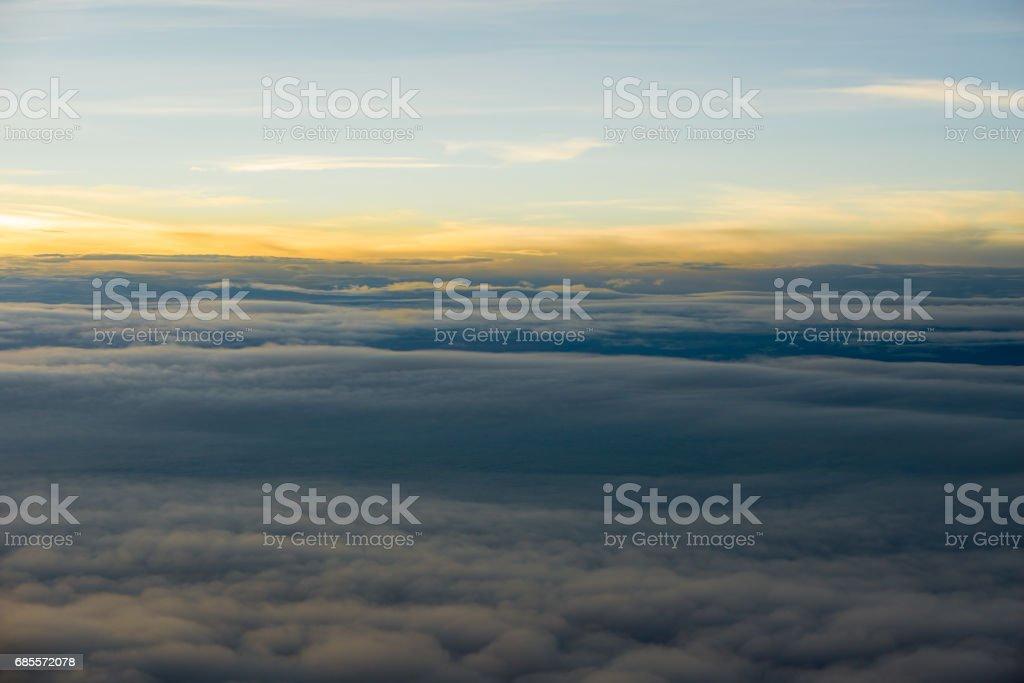 Skyline Ausblick über den Wolken aus dem Flugzeug Flugzeug Lizenzfreies stock-foto