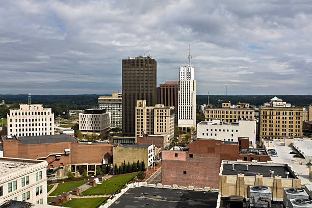 Akron, Ohio, USA – Innenstadt von Gebäuden – Foto