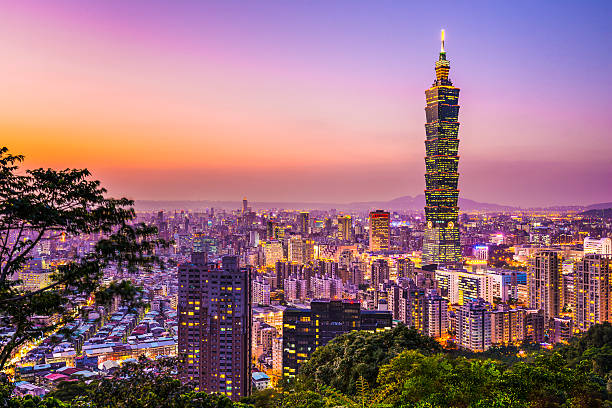Skyline view of Taipei glowing in the sunset light Modern office buildings in Taipei, Taiwan at dusk. taiwan stock pictures, royalty-free photos & images
