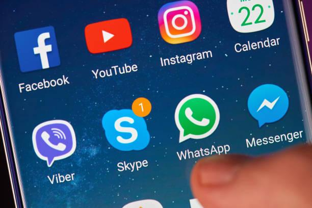 skype and whatsapp application icons - skype imagens e fotografias de stock