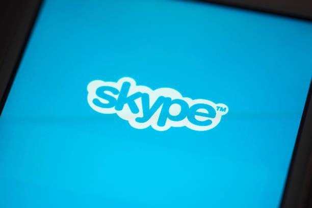 aplicação skype para iphone 4s da apple) - skype imagens e fotografias de stock