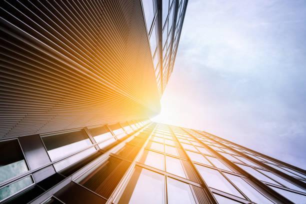 Wolkenkratzer-moderne Glasarchitektur mit Sonnenreflexion – Foto