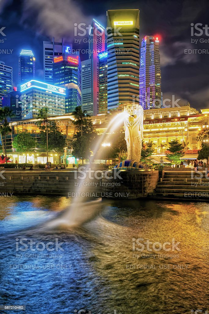 Skyscrapers and Merlion statue at Merlion Park at twilight stock photo