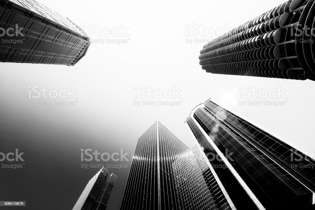Wolkenkratzer von unten, Chicago. Schwarz und weiß. – Foto