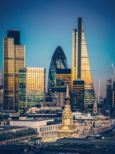 skyscrapers in city of london - quartiere finanziario foto e immagini stock