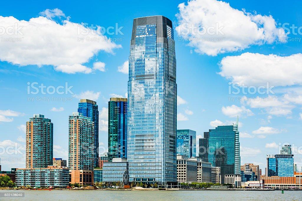 高層ビルにはハドソン川のウォー...