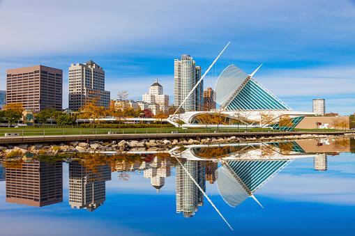 istock Skyscrapers skyline of Milwaukee and Lake Michigan, WI 522894215