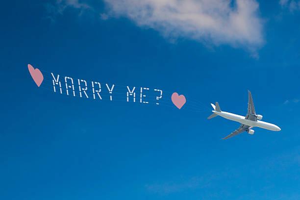 """schrift am himmel'marry mich? """" (xxl - schrift am himmel stock-fotos und bilder"""