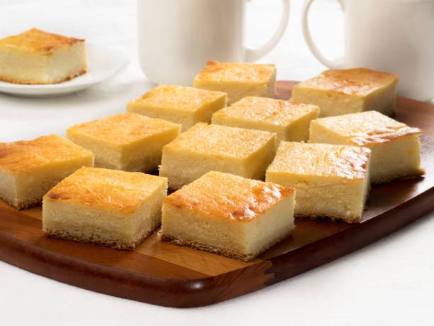 platte-torte mit quark - tarte und törtchen stock-fotos und bilder