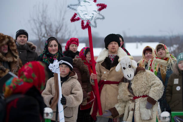 slavic folk festival on the eve of the old new year.people in costumes with a christmas star go caroling - białoruś zdjęcia i obrazy z banku zdjęć