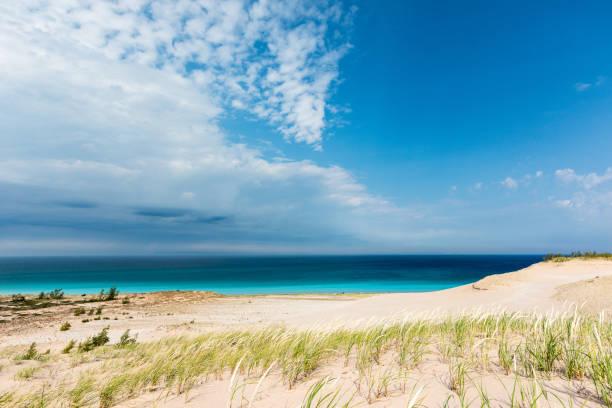 sleeping bear dunes in nord-michigan, usa - lake michigan strände stock-fotos und bilder