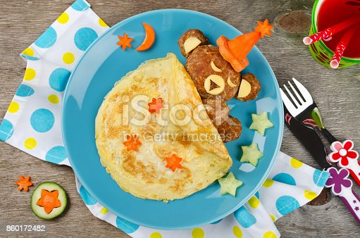 istock Sleeping bear made of meatball covered with blanket made of omelet (omelette) 860172482