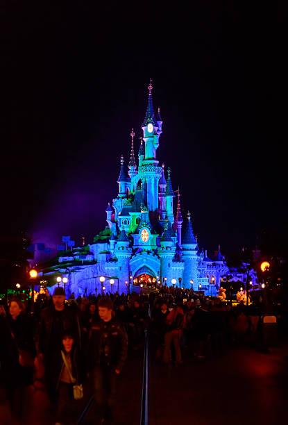 Sleeping beauty castle symbol disneyland paris night with main street picture id609804884?b=1&k=6&m=609804884&s=612x612&w=0&h=ujvtohdwiolqe5cuvlub zeq546ebiq4shoeue5ccdi=