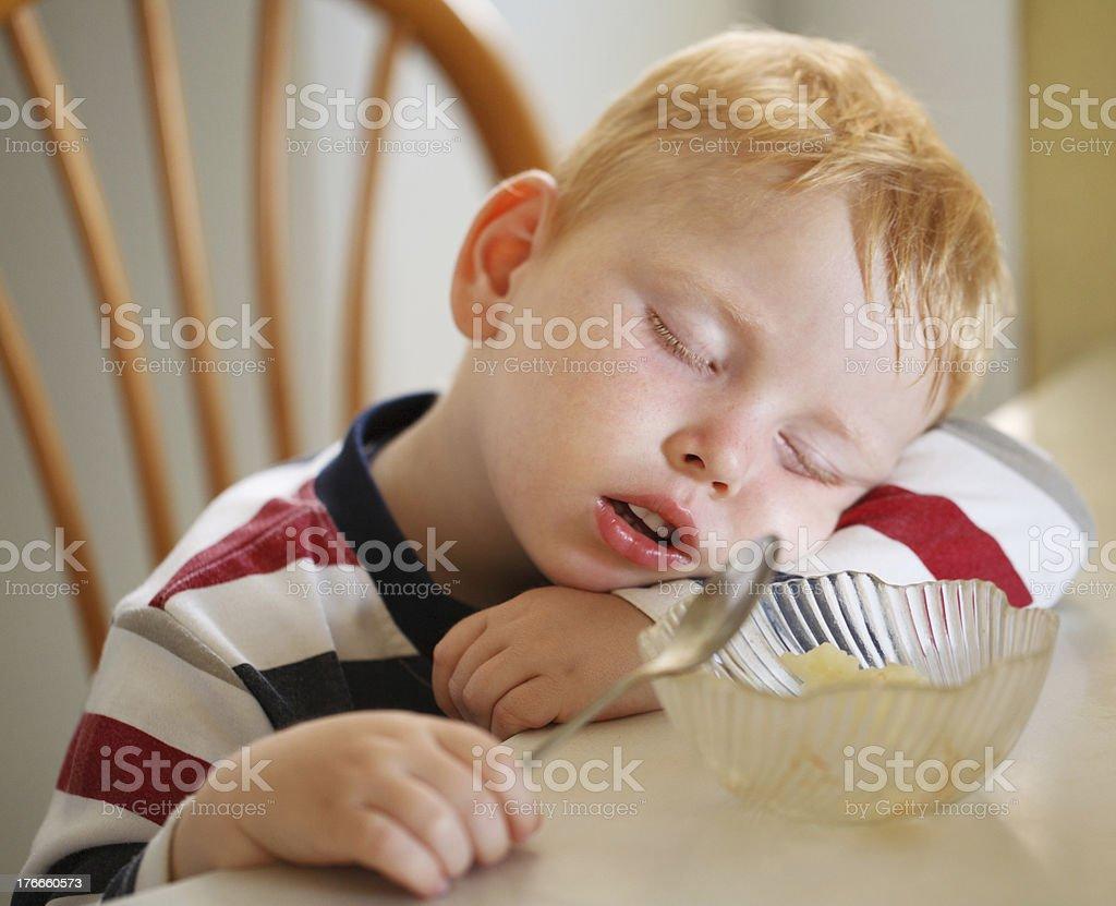 Niño durmiendo foto de stock libre de derechos