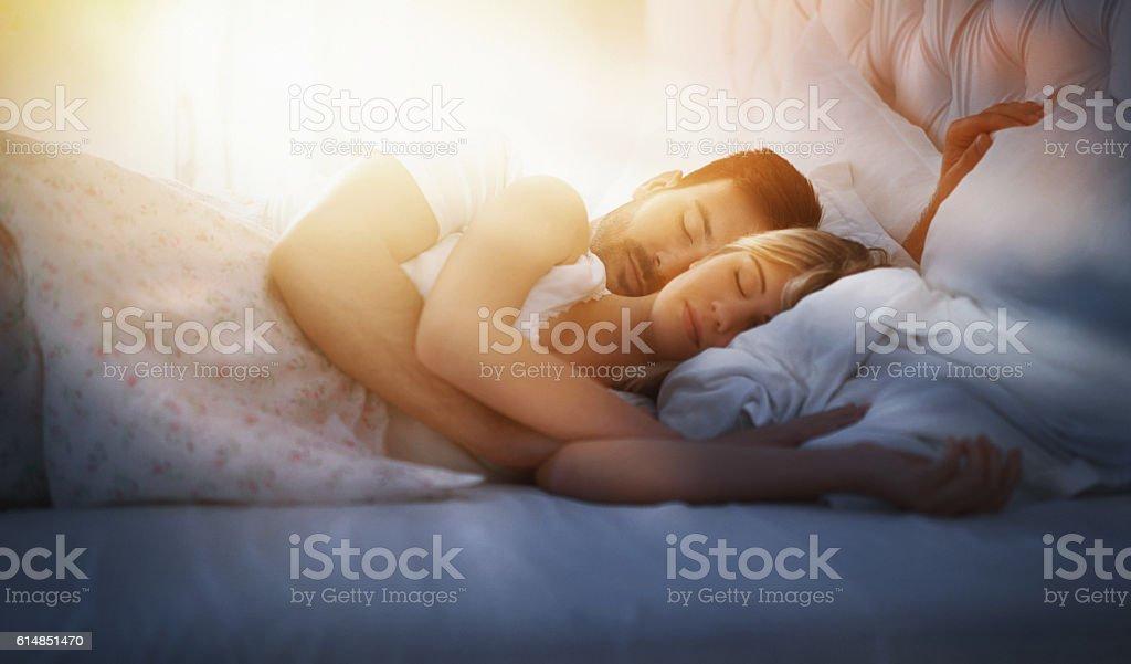 Dormitorio en pareja. - foto de stock