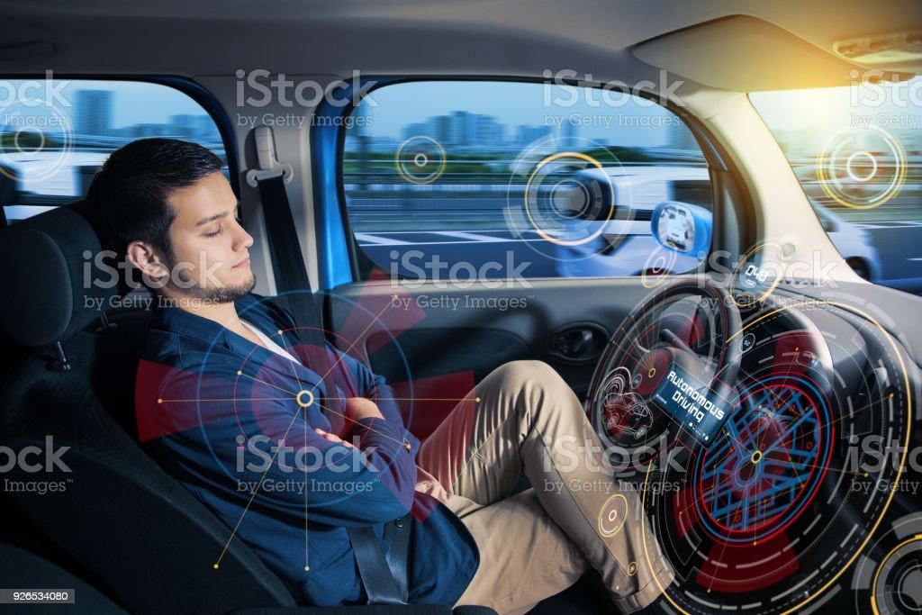 Sovande förare i autonoma bil. bildbanksfoto