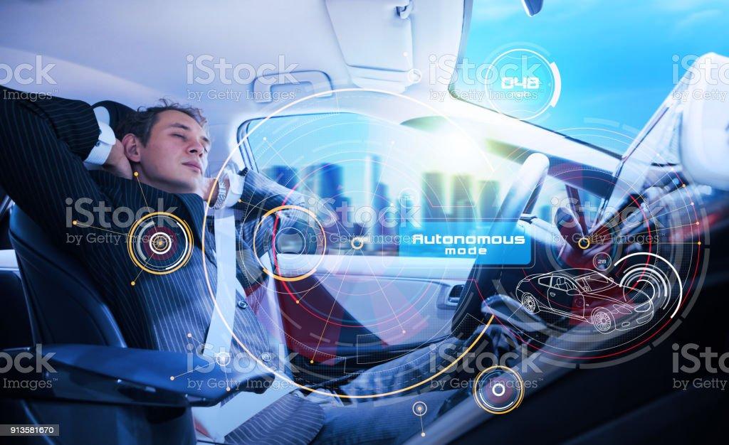 Sover man i den autonoma bil. bildbanksfoto