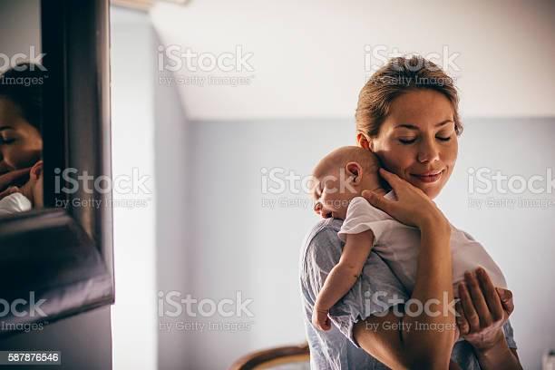 Sleeping newborn picture id587876546?b=1&k=6&m=587876546&s=612x612&h=wnmzt4ak 7d9sq7xi4ivpp4luxj6aze6 ujtyqzhyso=