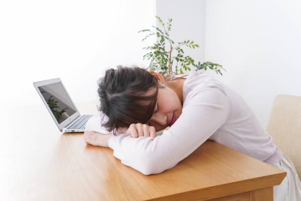 眠っている女性の画像 ストックフォト