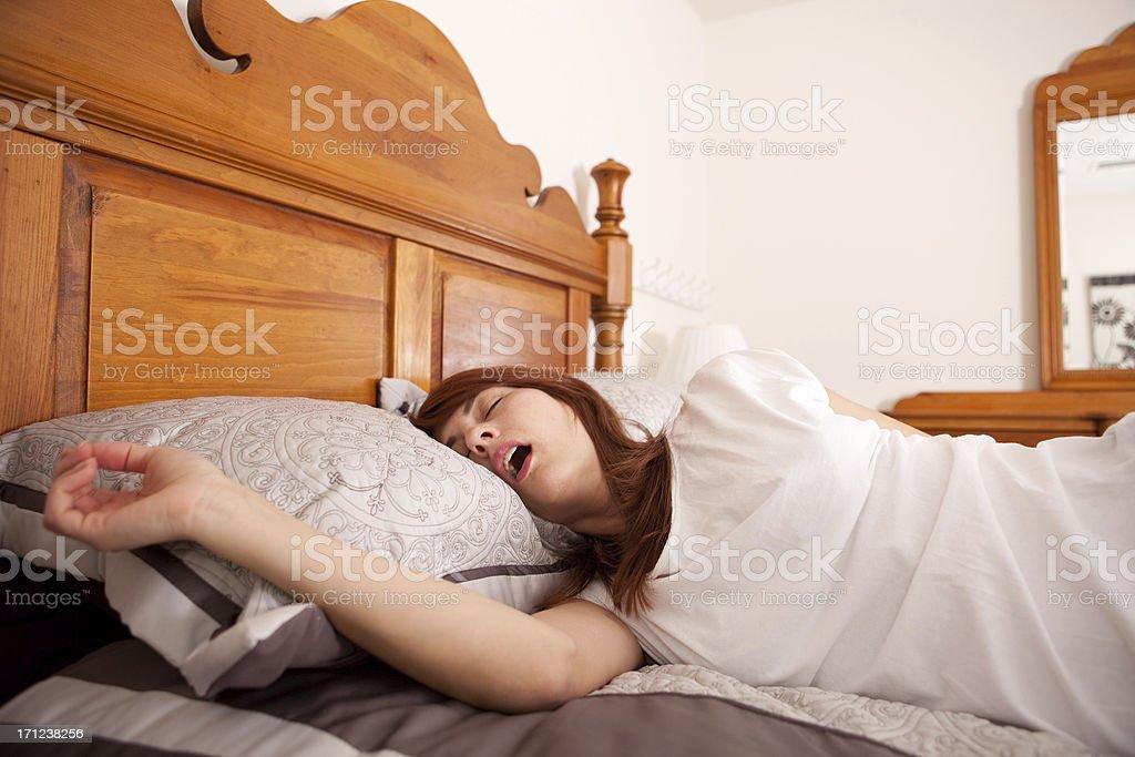 Schlafen Frau mit offenem Mund – Foto