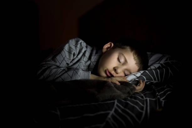 sleepy zeit - deckenleuchte kinderzimmer stock-fotos und bilder