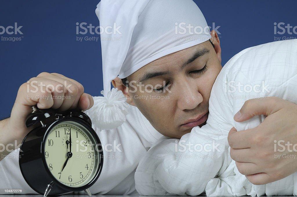 Sleepyhead avec fermé les yeux et radio-réveil - Photo