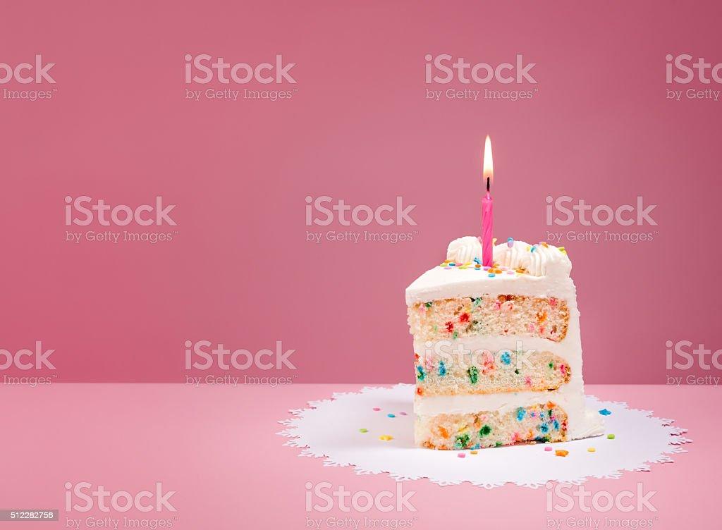 Plasterek tort urodzinowy z świeca na Różowy – zdjęcie