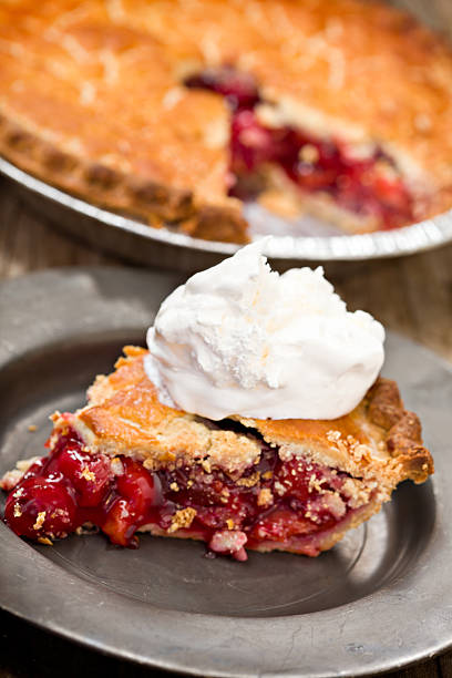 slice of cherry pie - kirschkuchen stock-fotos und bilder