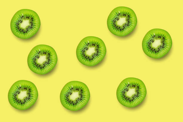 Segment van groene ruwe kiwi fruit patroon achtergrond foto