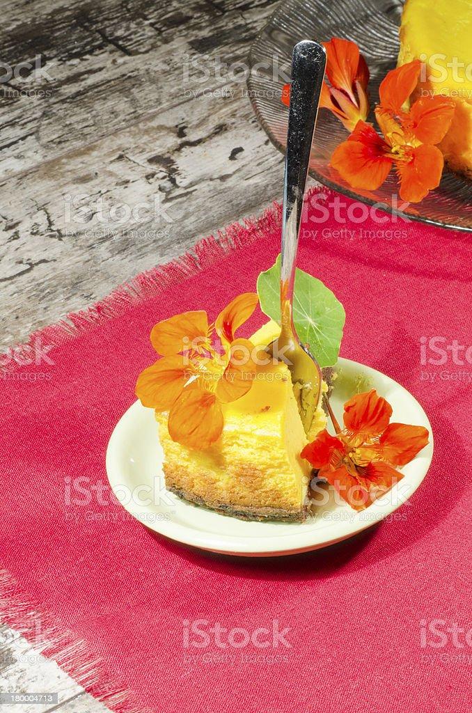 Slice of 펌프킨 치즈케이크 빨간색 naoking royalty-free 스톡 사진