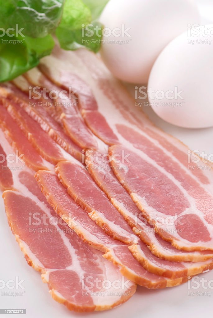 Sliced bacon on a table top with eggs bildbanksfoto
