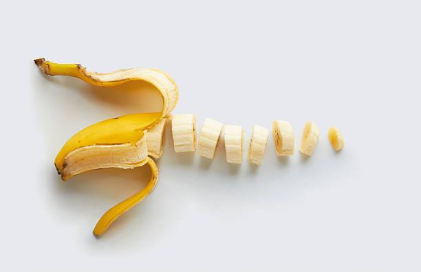얇게 썬 바나나 - 플렌틴 바나나 뉴스 사진 이미지