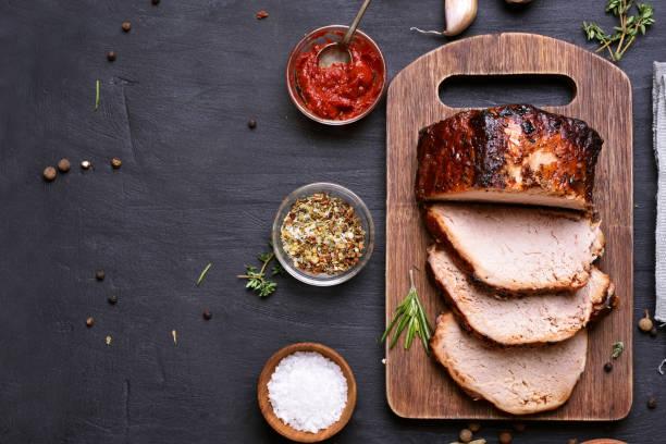 gesneden varkensvlees barbecue - ossenhaas stockfoto's en -beelden