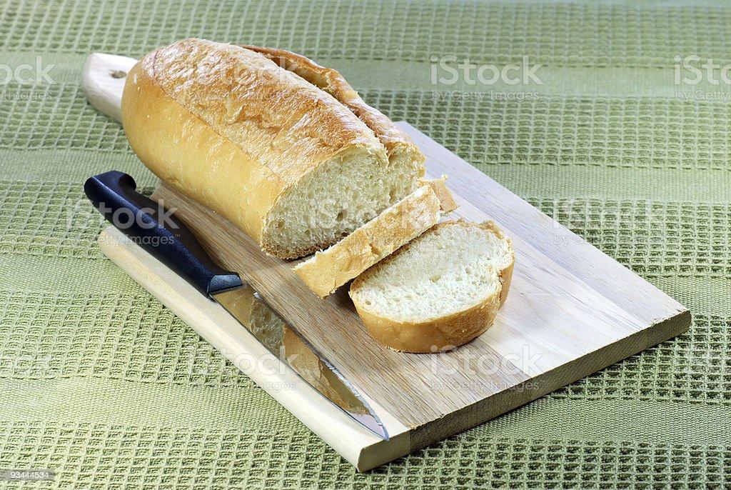 Brotscheibe auf Schneidebrett Lizenzfreies stock-foto