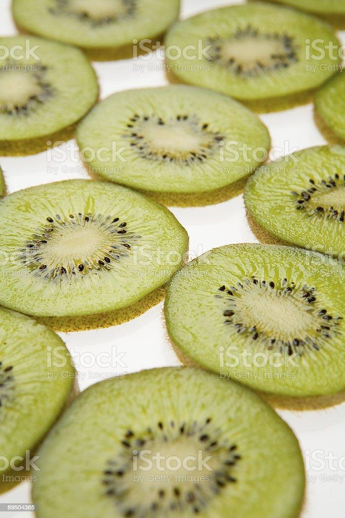 Sliced Kiwi royaltyfri bildbanksbilder