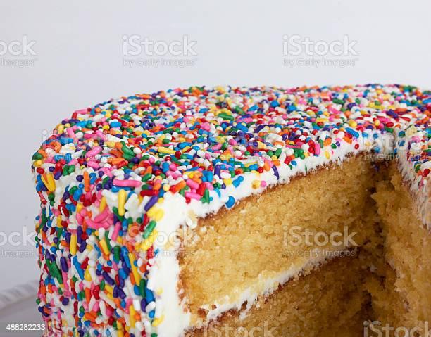 Scheiben Layer Cake Mit Streusel Stockfoto und mehr Bilder von Ausverkauf