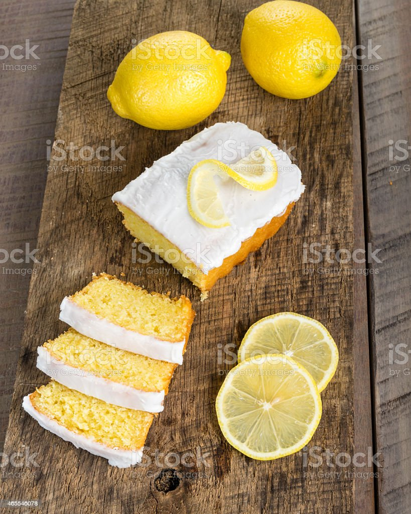 Fatias de bolo de limão com crosta de branco - foto de acervo
