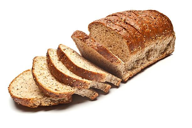 pan en rebanadas de siembra con cristales pan integral - pan multicereales fotografías e imágenes de stock