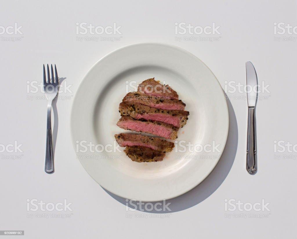 Geschnittene Fleisch in Platte – Foto