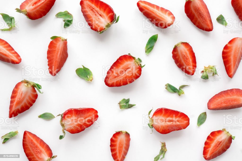 Sliced ripe berry with green leaves on white background. photo libre de droits